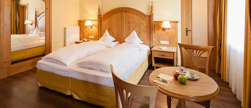 Hotel Oswald, Selva, Italy - bedroom.jpg